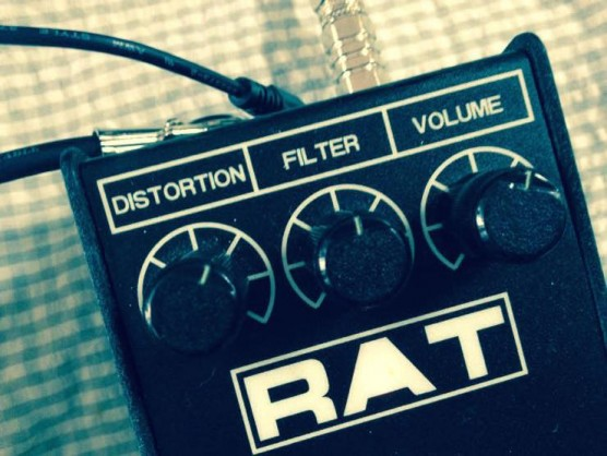 ProCo RATとギタリスト(BOOWY時代の布袋寅泰使用機材)
