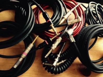 ギターやベースでよい音を作るためシールドケーブルの選び方