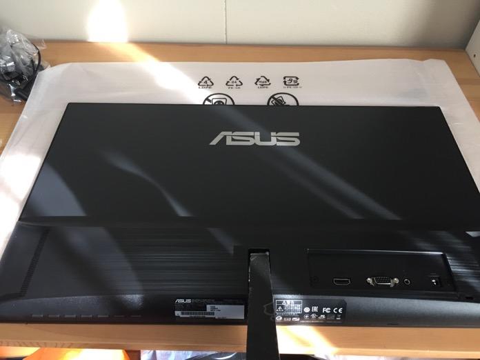MacBook Pro デュアルモニター ASUS  IMG 4976